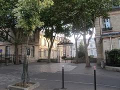 Ecole Jean-Baptiste Say - Français:   Lycée Jean-Baptiste-Say (Paris, 16e).