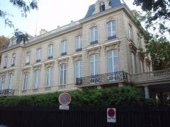Hôtel de Monpelas, actuellement ambassade de la République d'Angola - Français:   Ambassade de l\'Angola au n° 19 (et non 41!) de l\'avenue Foch à Paris
