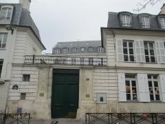 Ancien Hôtel Véron ou Château d'Auteuil, dit aussi Hôtel Puscher ou de Pérignon - Français:   Hôtel Véron, rue d\'Auteuil. Paris XVIe.