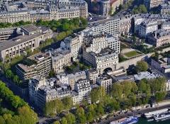 Hôtel - Deutsch: Blick von der Spitze/oberen Ebene des Eiffelturms, Paris, Region Île-de-France, Frankreich
