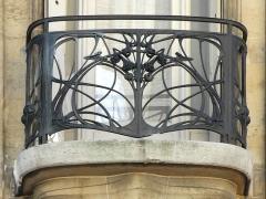 Ancien hôtel particulier d'Hector Guimard -  Ferronnerie de l'immeuble art nouveau conçu par Hector Guimard au 122 avenue Mozart à Paris pour lui servir de demeure et de bureau d'études. lartnouveau.com/artistes/guimard/122_av_mozart_hotel_guim...