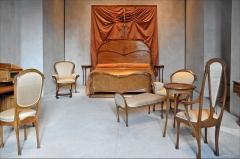 Ancien hôtel particulier d'Hector Guimard - Mobilier provenant de la Chambre à coucher de l\'Hôtel Guimard (122 avenue Mozart à Paris)  www.flickr.com/photos/dalbera/4818036621/ 1909-1912 Tous les meubles sont des créations d\'Hector Guimard (Lyon 1867 - New-York 1942) Poirier, érable moucheté  chef-d\'oeuvre du musée www.mba-lyon.fr/mba/sections/fr/collections-musee/chefs-o...  Site du musée www.mba-lyon.fr/  Don d\'Adeline Oppenheim-Guimard (1872-1962)