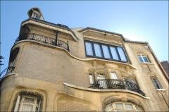 Ancien hôtel particulier d'Hector Guimard -  Façade, coté Villa Flore, de l'immeuble art nouveau conçu par Hector Guimard au 122 avenue Mozart à Paris pour lui servir de demeure et de bureau d'études. lartnouveau.com/artistes/guimard/122_av_mozart_hotel_guim...