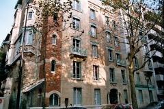 Immeuble dit Castel Béranger - English: Art Nouveau Castel Béranger facade — Paris XVIe arrondissement. Designed by Hector Guimard.</dd>