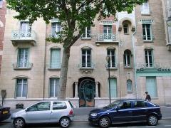 Immeuble dit Castel Béranger - English: Street view of Castel Beranger, Paris, France.