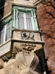 Immeuble dit Castel Béranger -  Art Nouveau reliefs and bay window — Castel Béranger.