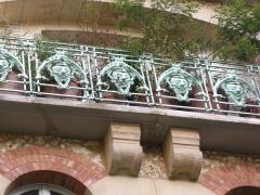 Immeuble dit Castel Béranger -  Balcony with railings and brackets — Castel Béranger, in Paris.