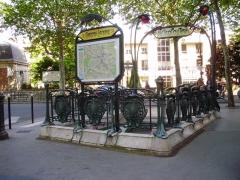 Métropolitain, station Chardon-Lagache - Français:   Entrée de la station Chardon-Lagache du métro de Paris