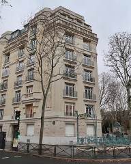 Métropolitain, station Chardon-Lagache - Français:   Sortie de la station de métro Chardon-Lagache, rue Chardon-Lagache (Paris, 16e).