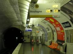 Métropolitain, station Eglise-d'Auteuil - English: Église d'Auteuil metro picture