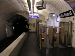 Métropolitain, station Eglise-d'Auteuil - English: Close view of the place Théodore Rivière exit, Église d'Auteuil station, line 10 of the Paris metro.