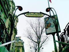 Métropolitain, station Kléber - English: Entrance to Paris Métro station in art nouveau style by Hector Guimard. Kléber.