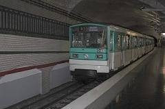 Métropolitain, station Mirabeau - Deutsch: MF 67 in der Pariser Métrostation Mirabeau