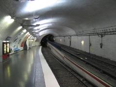 Métropolitain, station Mirabeau -  Configuration particulière de la demi-station Mirabeau, ligne 10.