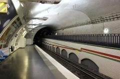 Métropolitain, station Mirabeau - Deutsch: Paris Metro Linie 10 Mirabeau Blick Richtung Boulogne