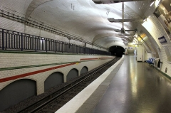 Métropolitain, station Mirabeau - Deutsch: Paris Metro Linie 10 Mirabeau Blick Richtung Gare d'Austerlitz