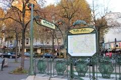 Métropolitain, station Porte-d'Auteuil -   (Auteuil) Boulevard de Montmorency Porte d\'Auteuil metro station entrance. Arch. Hector Guimard  1913.