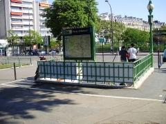 Métropolitain, station Porte-d'Auteuil - Français:   Une des entrées de la station Porte d\'Auteuil du métro de Paris