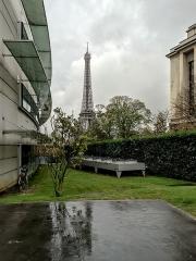 Palais d'Iéna, ancien Musée des Travaux Publics, actuel Conseil économique et social -  Eiffel Tower from Trocadero, Paris.