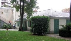 Pavillon de Balzac, actuellement musée -  Description =Maison de Balzac à Paris dans le XVIe arrondissement  Source =Photo taken by Remi Jouan Date =Septembre 2006 Author =Remi Jouan