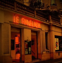 Ancien théâtre, actuellement cinéma Ranelagh - Français:   Le Théâtre - vue de la rue des vignes