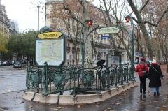 Métropolitain, station Monceau - Français:   Entrée de la station de métro Monceau, Paris.