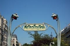 Métropolitain, station Rome - Français:   Enseigne Metropolitain à la station Rome (ligne 2) à Paris.