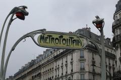 Métropolitain, station Rome - Français:   Entrée de la station de métro Rome à Paris.