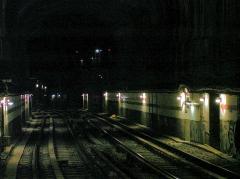 Métropolitain, station Villiers - Français:   Tunnel à l\'ouest de la station Villiers de la ligne 3 du métro de Paris, France.