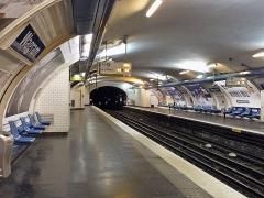 Métropolitain, station Wagram - Français:   Joseph-André Motte (Français, 1925-2013): siège \
