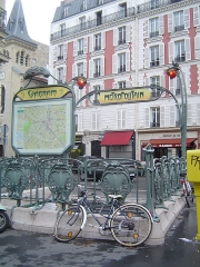 Métropolitain, station Wagram -