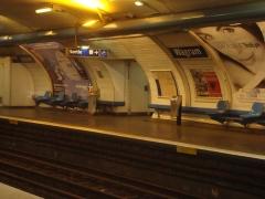 Métropolitain, station Wagram - Français:   Quai de la station Wagram.