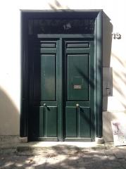 Le Bateau Lavoir - Français:   L\'entrée principale du Bateau-Lavoir au 13 place Émile-Goudeau à Paris