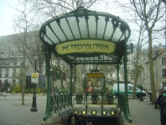 Métropolitain, station Abbesses - Ελληνικά: Αρ Νουβό σταθμός του μετρό Αμπές (Abesses), Παρίσι. Σχεδιασμός Εκτόρ Γκιμάρ.