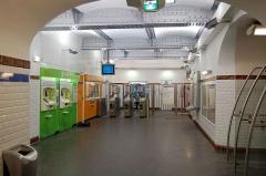 Métropolitain, station Abbesses -  Entrée de la station Abesses du Métro de Paris(ligne 12), Paris, France. C'est une des rares stations en grande profondeur du métro de Paris.