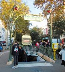 Métropolitain, station Anvers - English: Entrance to the Paris Metro Anvers station in Montmartre on the Boulevard de Rochechouart.