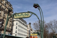 Métropolitain, station Anvers - Français:   Entrée de la station de métro Anvers à Paris.