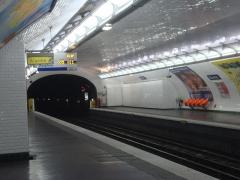 Métropolitain, station Blanche - Français:   Quais du métro Blanche sur la ligne 2 du métro de Paris