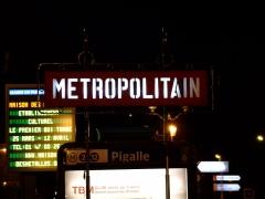 Métropolitain, station Pigalle -  Mat candélabre de l'accès à la station de métro Pigalle, Paris, France.