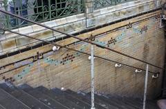Métropolitain, station Pigalle - Deutsch: Paris Metro 12 Pigalle Eingang West Detail