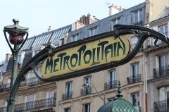 Métropolitain, station Place de Clichy - Français:   Entrée de la station de métro Place de Clichy à Paris.