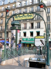 Métropolitain, station Place de Clichy - Français:   Paris 18ème arrondissement - Edicule Guimard place de Clicy