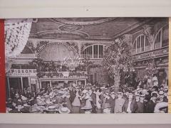 Moulin de la Galette - English:   New dancing hall of the moulin de la Galette (Paris 18th arrond., France). Preserved in Montmartre museum.
