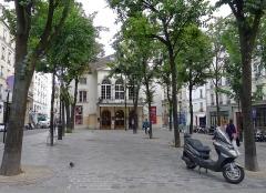 Théâtre Montmartre  , puis Théâtre de l'Atelier (ou Charles-Dullin) - Français:   Place Charles-Dullin avec le théâtre de l\'Atelier - Paris XVIII