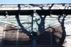 Marché Secrétan - Deutsch: am Markt Secrétan in Paris (19. Arrondissement), Detail der Eisenkonstruktion
