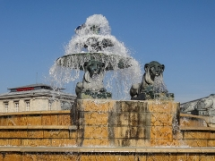 Marchés et abattoirs de la Villette - English: Two of the cast iron sculptures of lions on the Fontaine aux Lions de Nubie which act as water features along side with the fountain seen behind them.