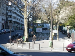 Métropolitain, station Botzaris - English: Botzaris station entrance, Paris métro, near Buttes Chaumont Parc