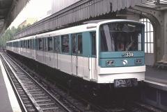 Métropolitain, station Jaurès - Deutsch: Zug der Baureihe MF 67 in der Station Jaurès