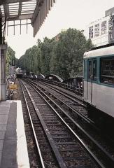 Métropolitain, station Jaurès - Deutsch: Rampe an der Station Jaurès