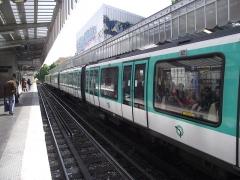 Métropolitain, station Jaurès - Nederlands: MF 2000 metrotrein in station Jaurès